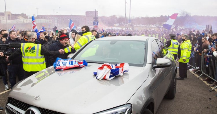 Rangers receive rapturous Ibrox welcome by fans